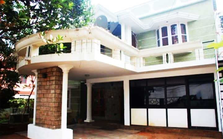 Jayasree Serviced Villa Kowdiar