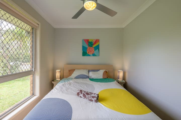 Comfy queen bed in quiet area - Capalaba