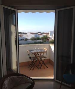 Tranquilo y cómodo apartamento en centro/sur isla - Es Migjorn Gran