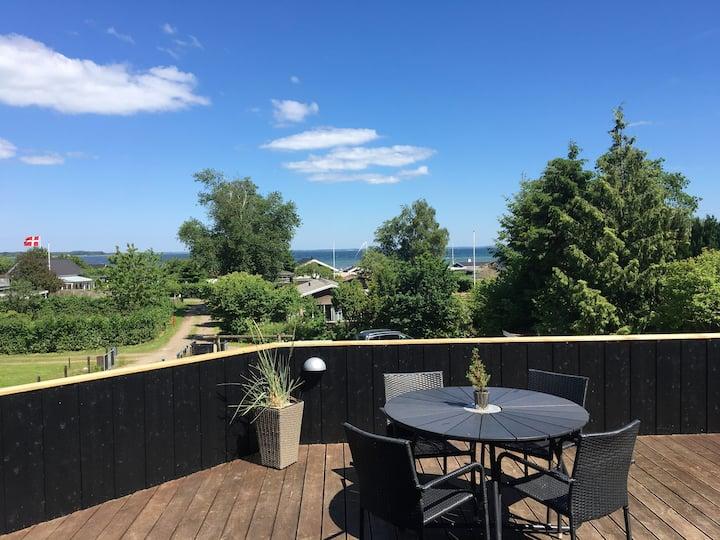 Sommerhus i Grønninghoved strand med udsigt
