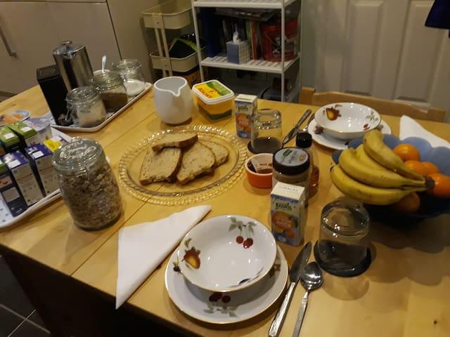 Breakfast, cereals, toast, orange juice, fruit, coffee, tea