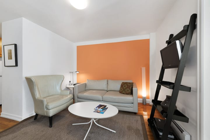 UES Two Bedroom near Subways, Central Park, Museums