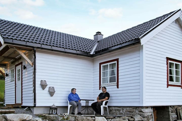 2 person holiday home in Fresvik