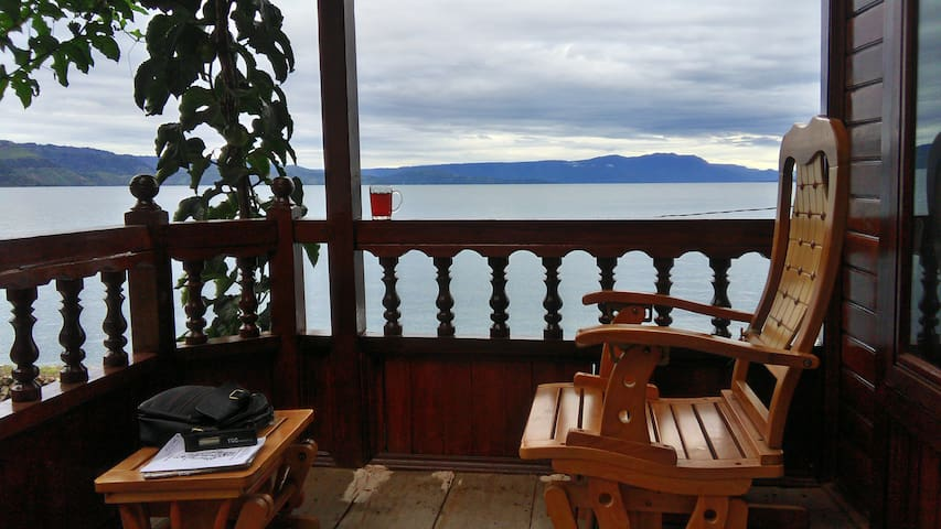 Dapdap -Double Room in Waterfront Lodge, Lake Toba