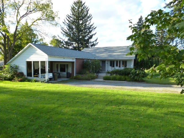 Comfortable home available for Little League - Muncy - Daire