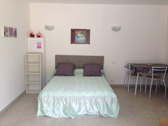location d'une chambre entièrement équipée