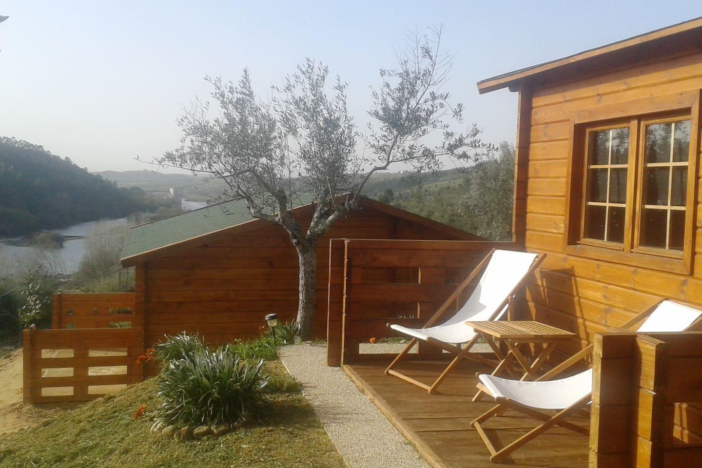 Casas de madeira (T1) para alojamento com vista soberba sobre o Tejo
