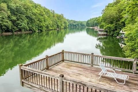 Smith Mtn  Lakefront Getaway-Pets Welcome!