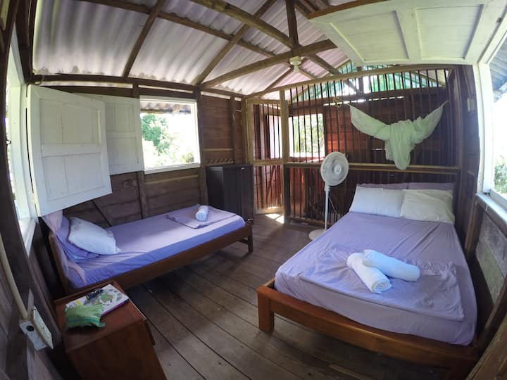 Wooden Room+Wi-Fi. 5min from El Almejal Beach