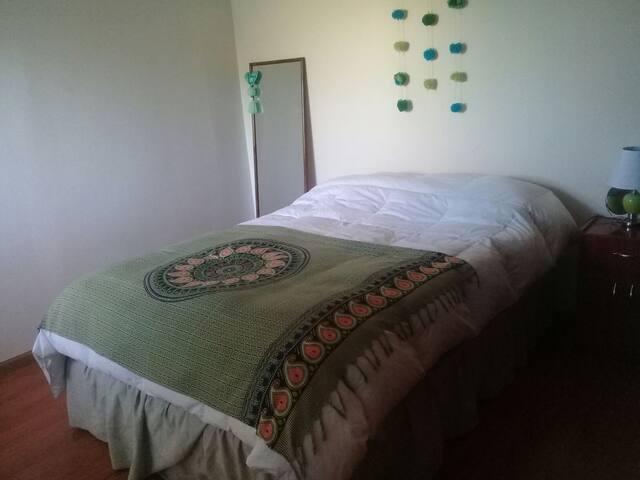 Summa Vida -Confortable, bedroom. bathroom For 2.
