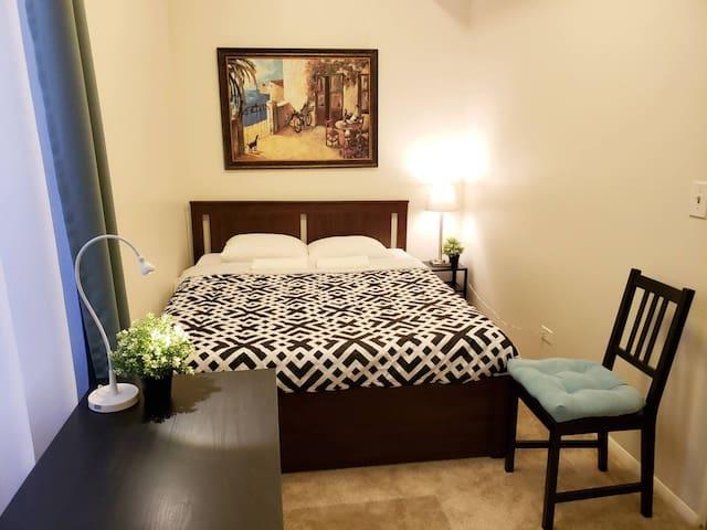 Clean & quiet apartment in Italian neighborhood
