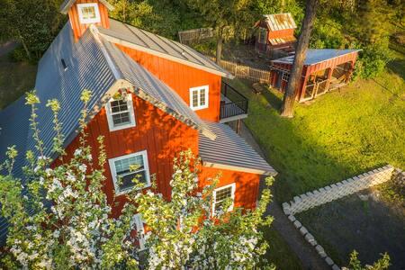 Little Red Barn on Big Meadows: Maximum Occupancy