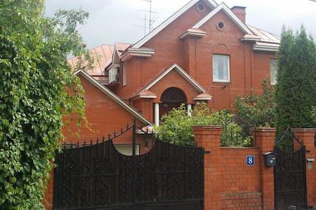 Дом с бассейном и садом - Desna - Haus