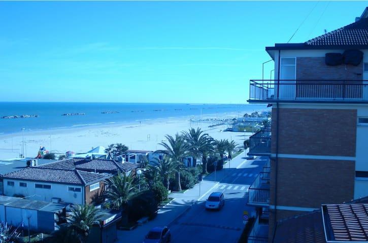On the beach of Porto San Giorgio (Fermo) - ITALY - Porto San Giorgio - Apartamento