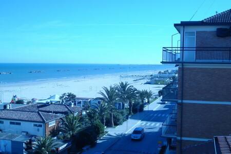On the beach of Porto San Giorgio (Fermo) - ITALY - Porto San Giorgio - Wohnung