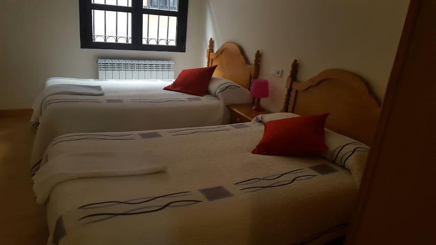 Habitacion privada en apartamento. WIFI