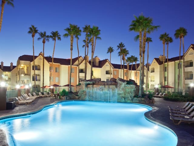 Las Vegas Condo 1 Block from Strip 1BR 745 sq ft