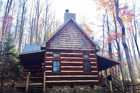 Romantic Hand Crafted Cabin - Hot Springs - Zomerhuis/Cottage
