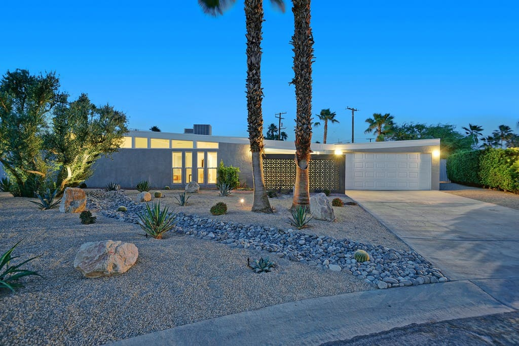 FRONT OF HOUSE DUSK  - LUX LOUNGE - PALM SPRINGS VACATION RENTAL POOL HOME