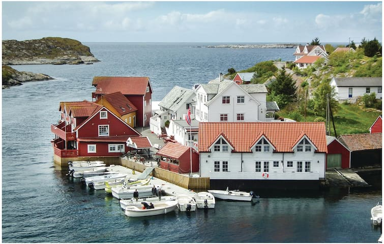 Holiday apartment with 2 bedrooms on 60 m² in Tjeldstø