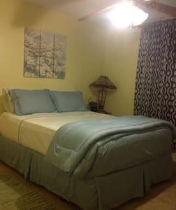 Affordable private room, near the beaches - Gulf Breeze - บ้าน