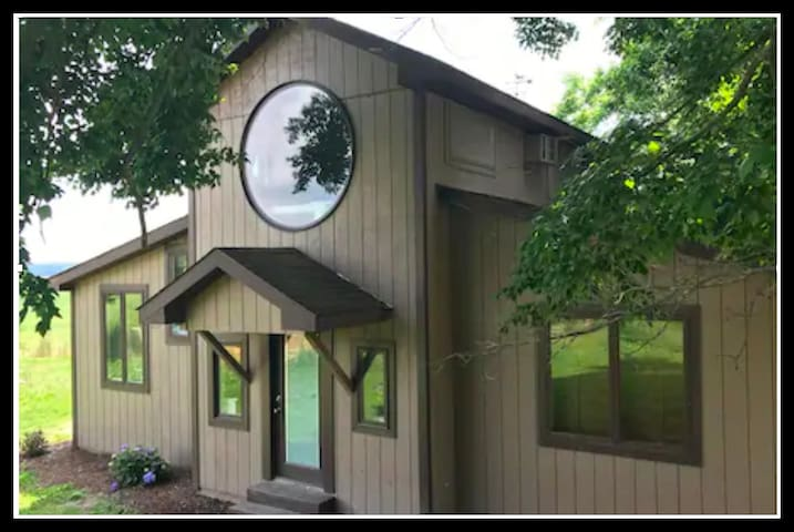 Retreat Barn- Unplug; Enjoy Peaceful Country Life