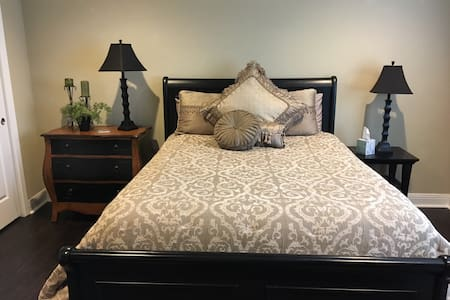 Master Suite near Quaint Danville - Danville - Ház