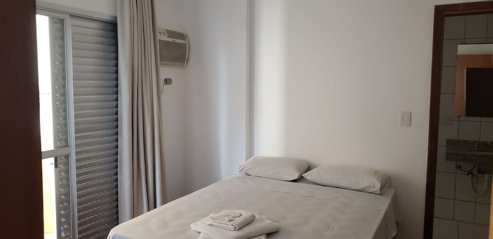 Apartamento casal (501)- Av. JK com Higienópolis.