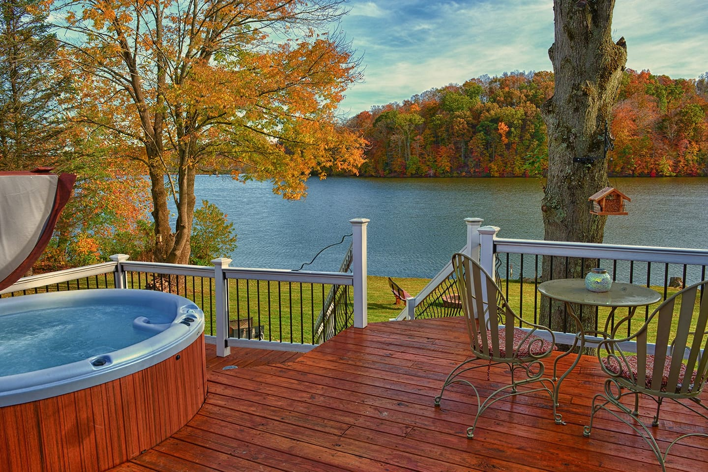 Come enjoy Eagle View Lake House. The view from the large deck is amazing all year long!  The hot tub awaits your arrival.