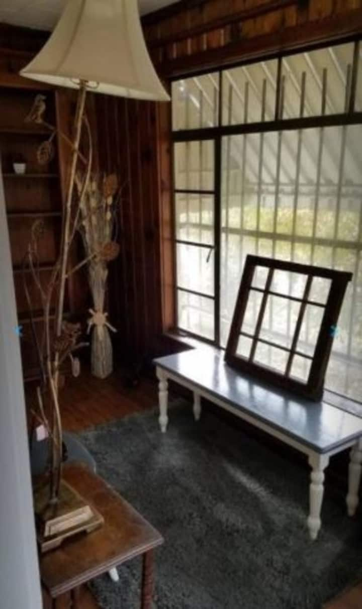 Quaint Apartment in Older East Knoxville