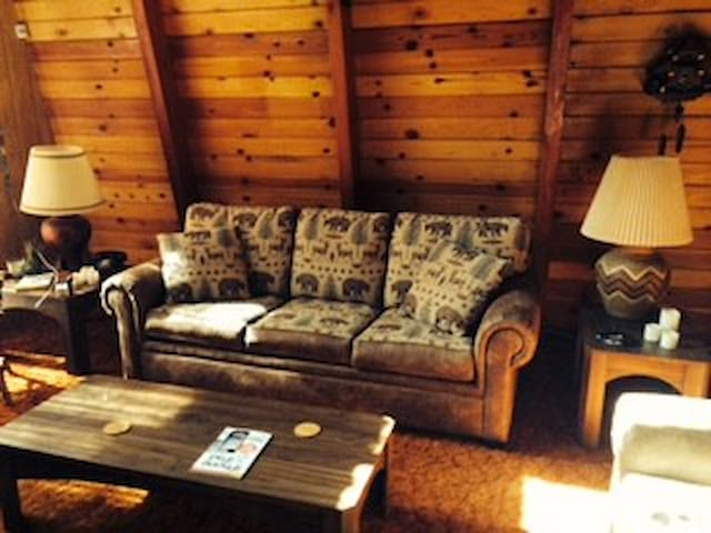 BEAUTIFUL CABIN IN BIG BEAR!! ONLY $65 - Sugarloaf - Hytte