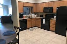 Kitchen w/tile and granite