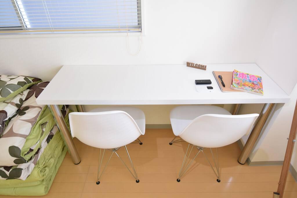 White Desk & 2 Chair