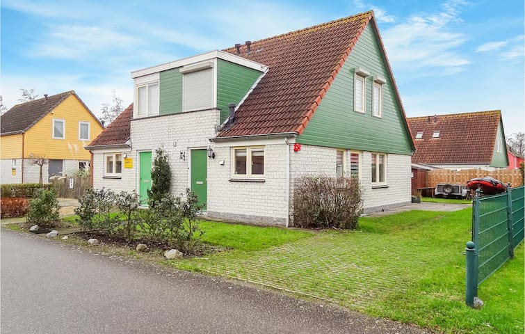 Semi-Detached with 3 bedrooms on 84m² in Wemeldinge