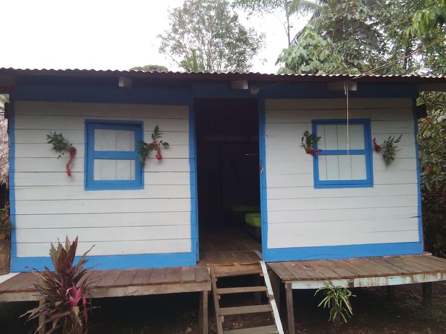 Cabaña Clarita, está acondicionada para cinco personas y cuenta con baño privado