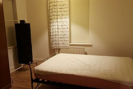 large room to let in a shared house - Coventry