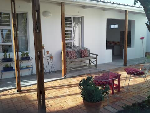 Just Darling Cottage Bed & Braai