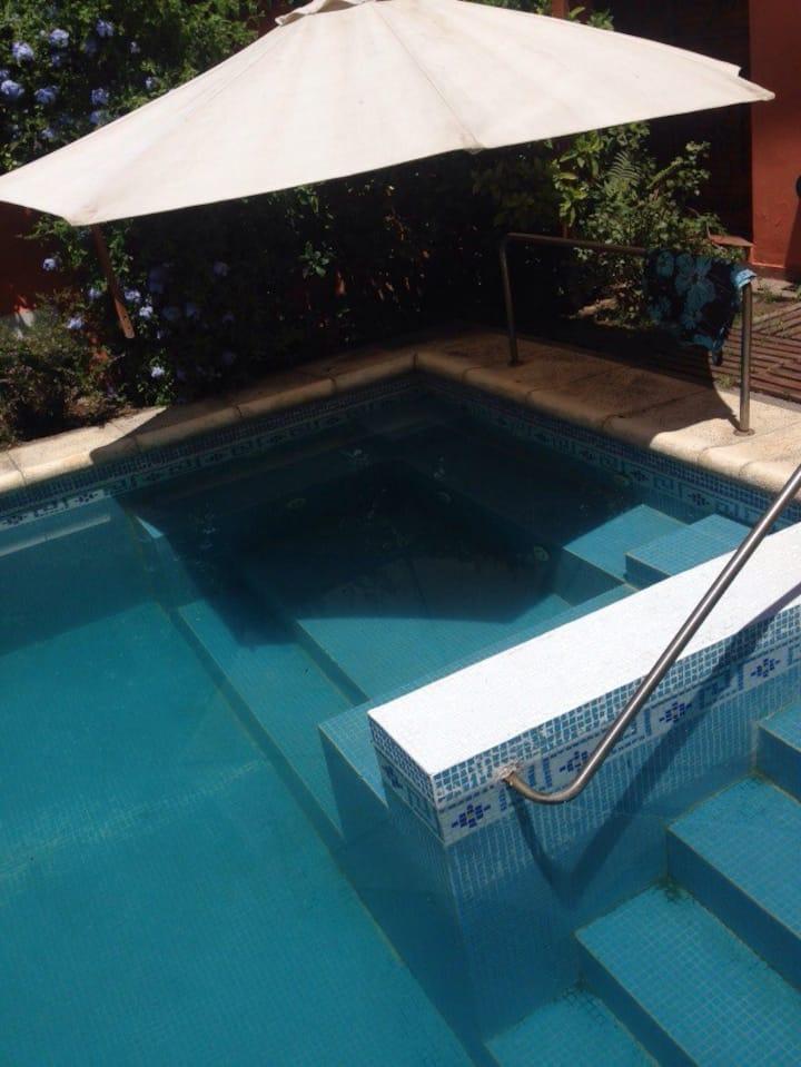 Casa amplia con piscina