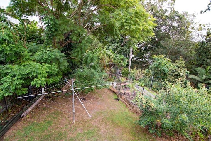 Room in Peaceful Queenslander - Kelvin Grove - Casa