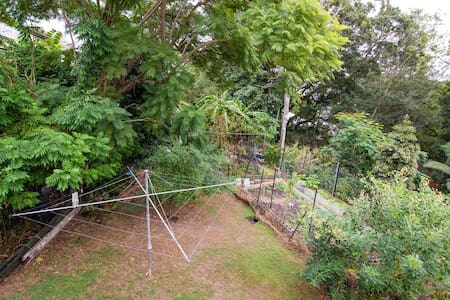 Room in Peaceful Queenslander - Kelvin Grove - Hus