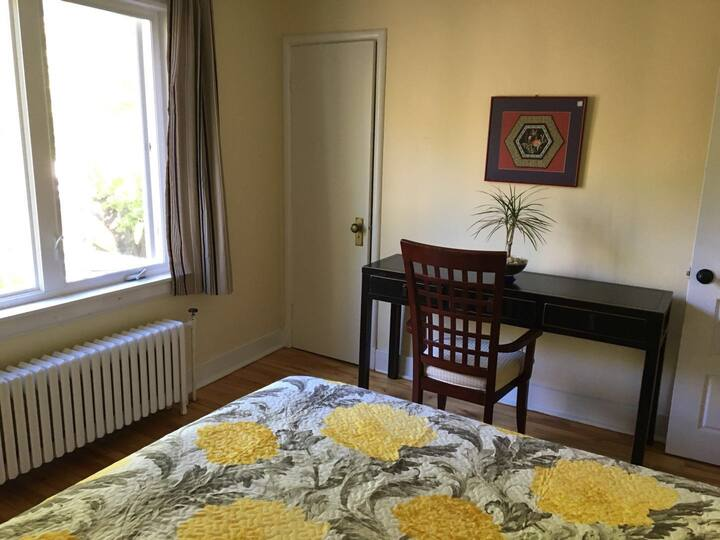DT Halifax Smu area cozy single BD+laundry+parking