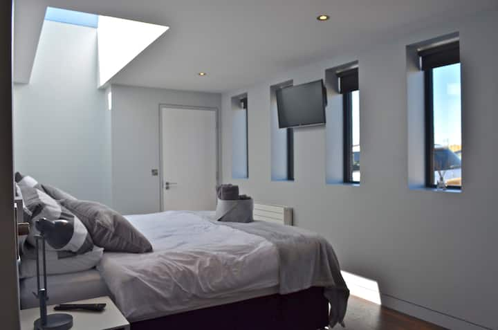 stunning location,  suite 3 unique accommodation