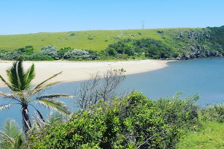 Magical Transkei beach cottage near Kob Inn