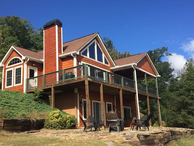 Upscale Mountain Getaway! - Hayesville - Huis