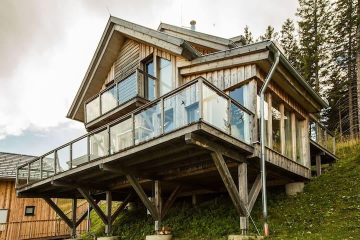 Luxury Chalet in Klippitztörl with Ski Storage