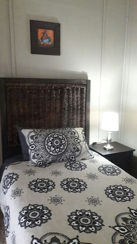 Budget Single Room 7 (Sleep+Shower) 32 Voortrekker