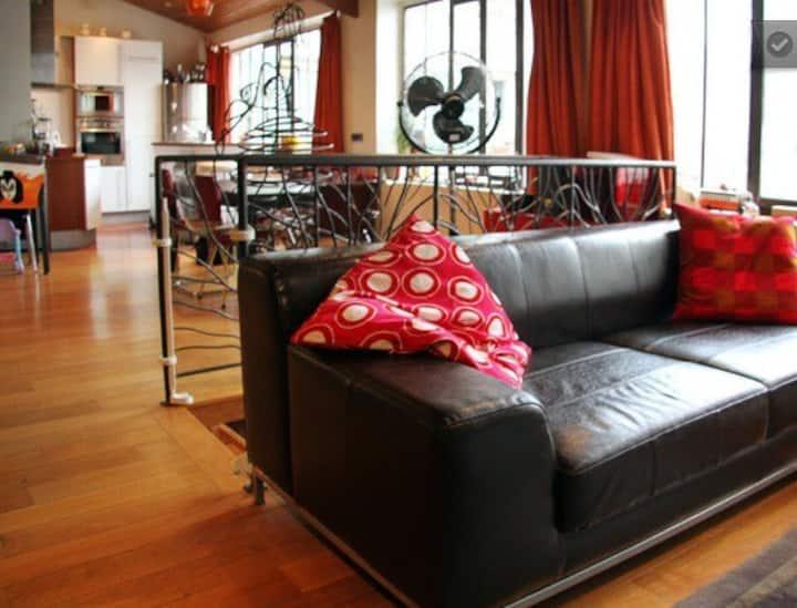 Loft spacieux et lumineux-Spacious and bright loft