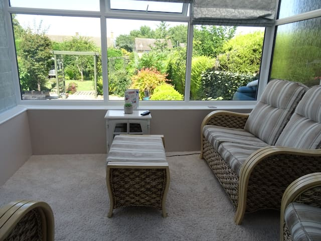 Spacious room, beautiful garden and conservatory.