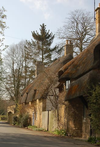 Thatched Cottage in beautiful Broadway, Cotswolds - Broadway - Casa