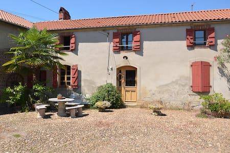 Le H - Gîte d'étape nature - Lahitte-Toupière - Dům pro hosty